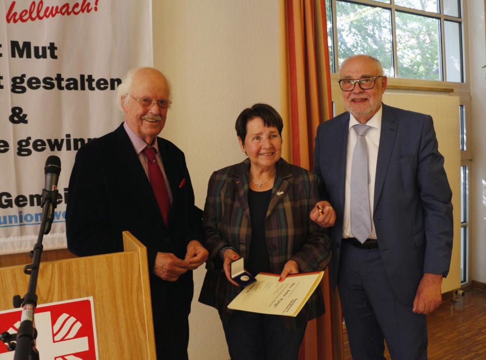 von links: Prof. Dr. Otto Wulff, Erika Koegel und Rainer Hajek